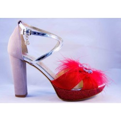 Sandalia roja y gris